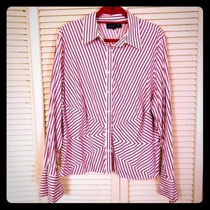 👗NEW👗EUC PLUS geometric stripe button-down top